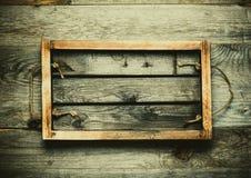 Boîte brûlée faite main sur une texture rustique en bois pour le fond r Images libres de droits