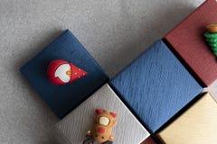 Boîte-cadeau avec des éléments de Noël photo stock