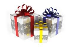 Boîte-cadeau avec des flocons de neige avec les rubans colorés Image libre de droits