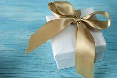 Boîte-cadeau avec le ruban Photos libres de droits