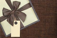 Boîte-cadeau avec le ruban Photo stock