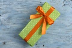 Boîte-cadeau avec le ruban Image libre de droits