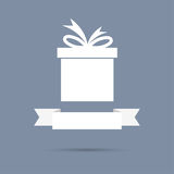 Boîte-cadeau avec le ruban Conception plate Image stock