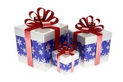 Boîte-cadeau bleus avec le ruban rouge Images stock