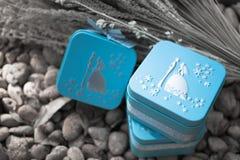 Boîte-cadeau bleus pour le concept de épouser et d'amour Photo stock