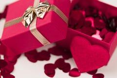 Boîte-cadeau d'amour de Valentine Photos stock