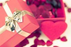 Boîte-cadeau d'amour de Valentine Images stock