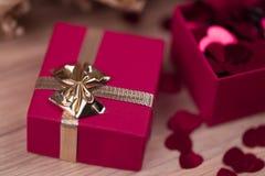 Boîte-cadeau d'amour de Valentine Photographie stock