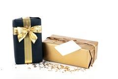 Boîte-cadeau d'or et noir de Noël Photographie stock