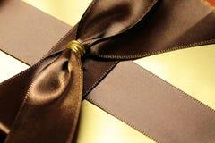 Boîte-cadeau de couleur d'or photo libre de droits