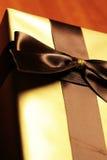 Boîte-cadeau de couleur d'or image libre de droits