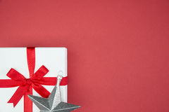 Boîte-cadeau de luxe de couleur pour le flocon de neige en soie d'enveloppe d'événement de vacances images stock