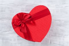 Boîte-cadeau en forme de coeur image stock