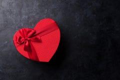 Boîte-cadeau en forme de coeur photo stock