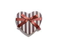 Boîte-cadeau en forme de coeur sur le fond blanc Images libres de droits