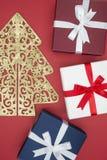 Boîte-cadeau en vente de jour de Noël et lendemain de Noël d'achats Image stock