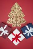Boîte-cadeau en vente de jour de Noël et lendemain de Noël d'achats Images libres de droits