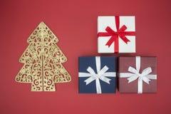 Boîte-cadeau en vente de jour de Noël et lendemain de Noël d'achats Photos stock