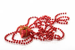 Boîte-cadeau et Beadwork rouges Photos stock