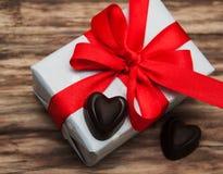Boîte-cadeau et bonbons au chocolat Photo libre de droits
