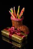 Boîte-cadeau et crayons Photos libres de droits
