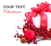Boîte-cadeau et décorations de Noël Image stock