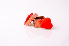 Boîte-cadeau et un coeur Photo libre de droits
