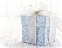 Boîte-cadeau floral bleu Photo libre de droits