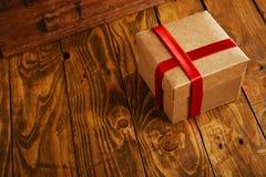 Boîte-cadeau pour le présent de vacances images stock