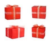 Boîte-cadeau réglés de vacances décorés des arcs et des rubans Photos libres de droits