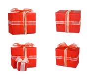 Boîte-cadeau réglés de vacances décorés des arcs et des rubans Image stock