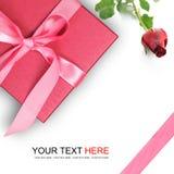 Boîte-cadeau rouge avec la rose de rouge Photos stock