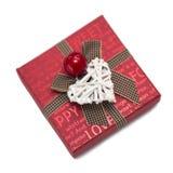 Boîte-cadeau rouge carré avec des inscriptions de l'arc avec les coeurs blancs ; Photographie stock