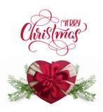 Boîte-cadeau sous forme de coeur avec le Joyeux Noël rouge de ruban et de textes Lettrage de calligraphie Images libres de droits