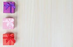 Boîte-cadeau trois multicolore Photographie stock libre de droits