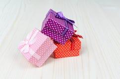 Boîte-cadeau trois multicolore Images libres de droits
