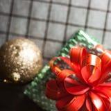 Boîte-cadeau vert Photos libres de droits