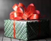 Boîte-cadeau vert Photo libre de droits