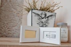 Boîte classique blanche d'instantané de photo de commande instantanée à l'intérieur sur 16 gigaoctets USB Photos libres de droits