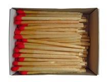 Boîte d'allumettes avec les matchs rouges d'isolement images stock