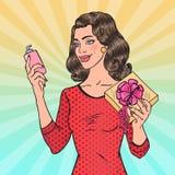 Boîte d'Art Beautiful Woman Holding Gift de bruit avec des cosmétiques beauté illustration de vecteur