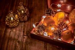 Boîte d'humeur de Noël avec des cadeaux et des surprises photo libre de droits
