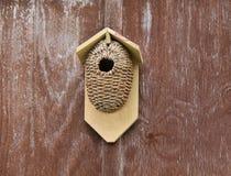 Boîte d'oiseau rustique images stock