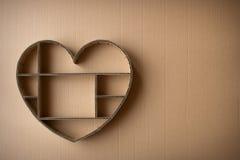 Boîte d'ombre en forme de coeur fabriquée à la main d'ondulé photo libre de droits