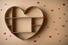Boîte d'ombre en forme de coeur fabriquée à la main d'ondulé photo stock