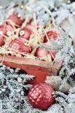Boîte d'ornements en verre de Noël Images libres de droits