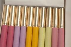 Boîte de cigarettes colorées images stock