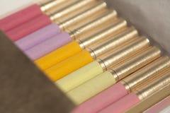 Boîte de cigarettes colorées image libre de droits