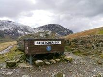 Boîte de civière pour la délivrance de montagne, secteur de lac Photographie stock libre de droits
