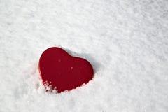 Boîte de coeur dans la neige Images stock
